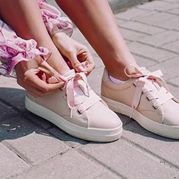 <div>Jakie buty pasują do różowej sukienki?</div>