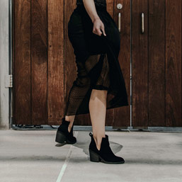 <div>SUKIENKA I CIĘŻKIE BUTY</div><div>Trend street style'u!</div>