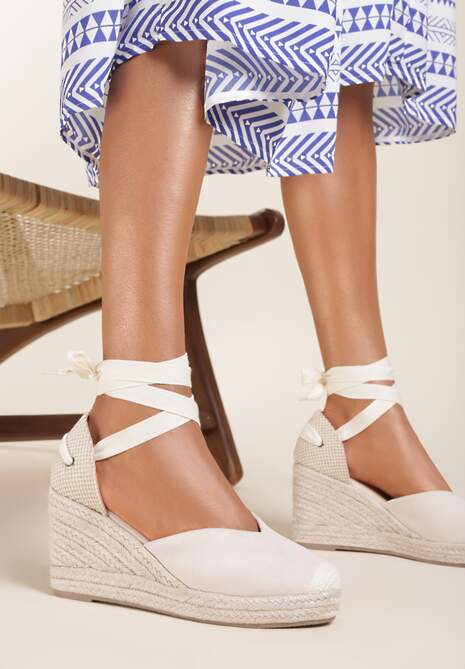 Beżowe Sandały Axiphisei