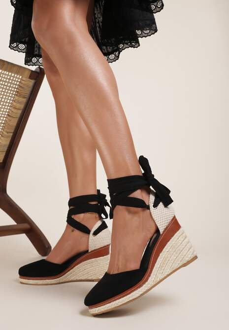 Czarne Sandały Thesisha