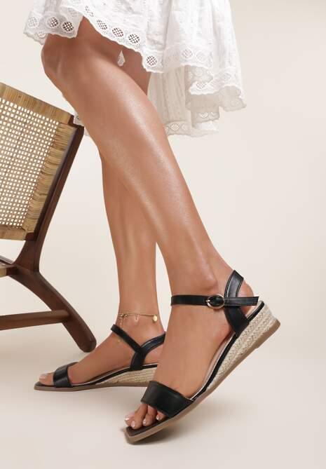 Czarne Sandały Daphnice