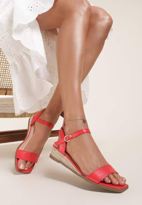 Czerwone Sandały Daphnice