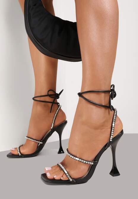 Czarne Sandały Daphiphine
