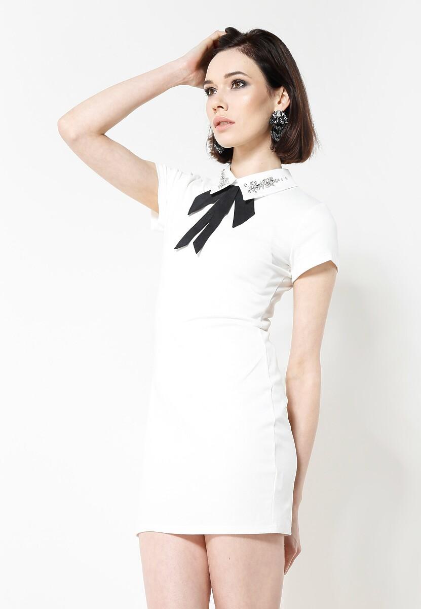 Biała Sukienka Front Cuteness