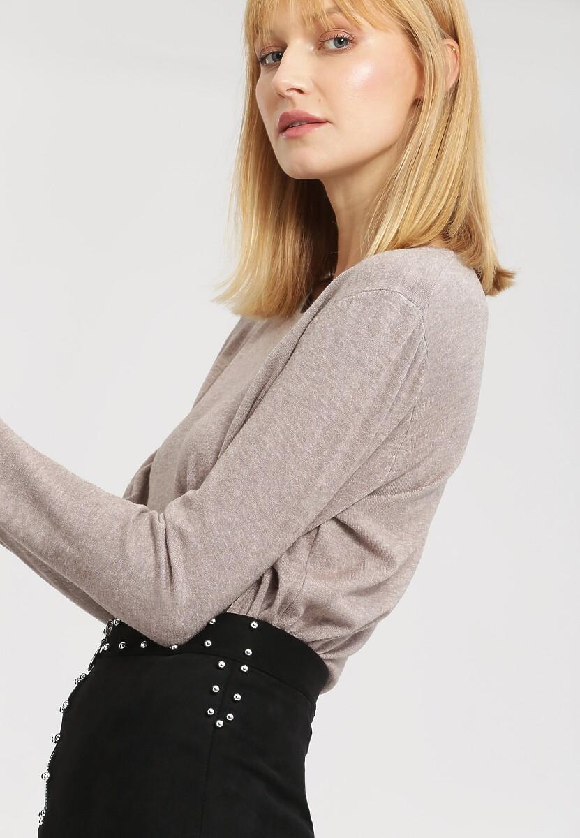 Khaki Sweter Importance