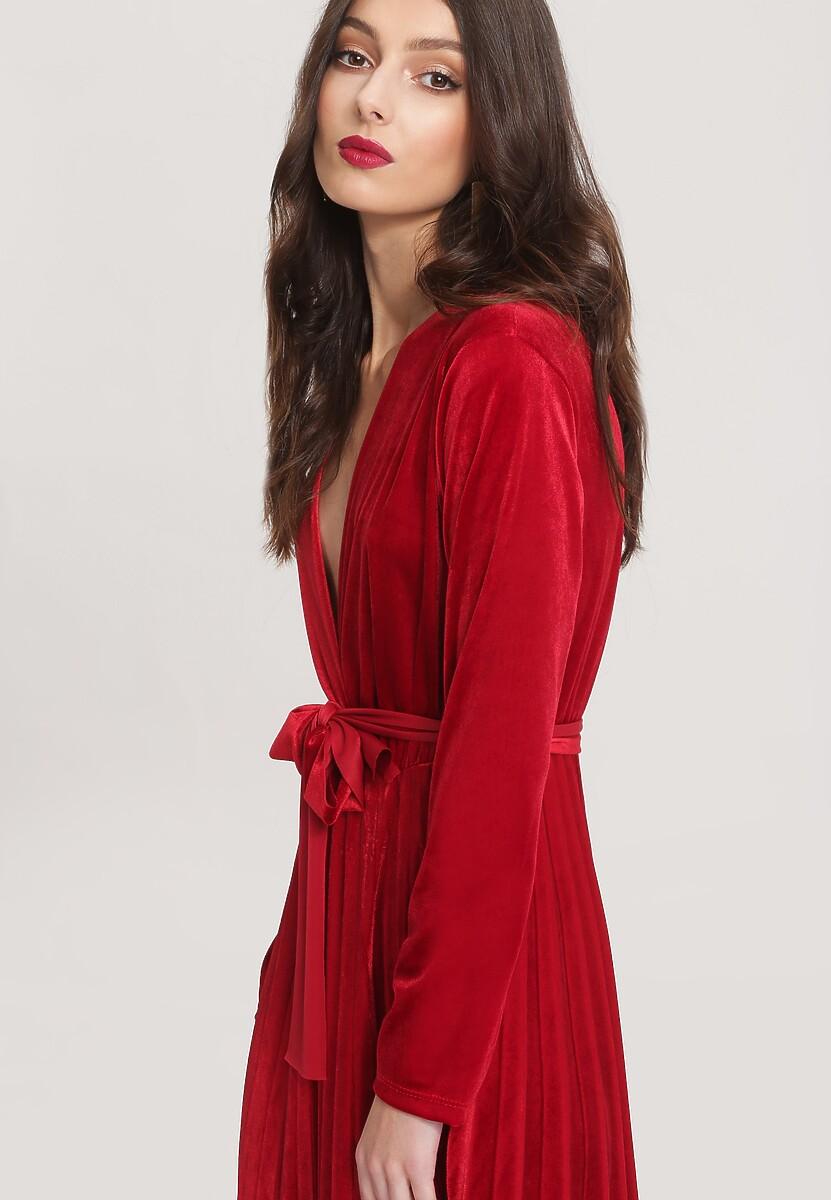 Czerwona Sukienka Unequivocally
