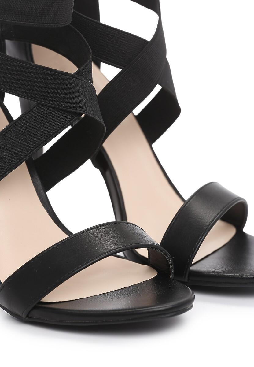 Czarne Sandały Observations