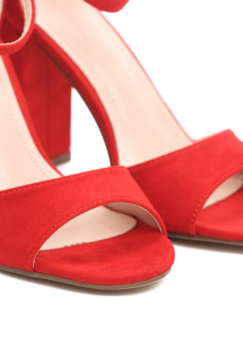 Czerwone Sandały Source