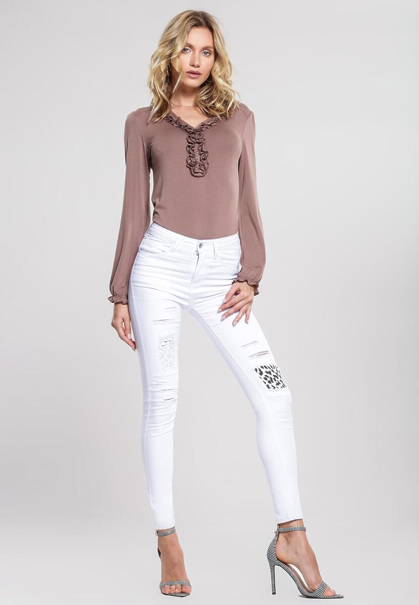 Białe Jeansy Retelling