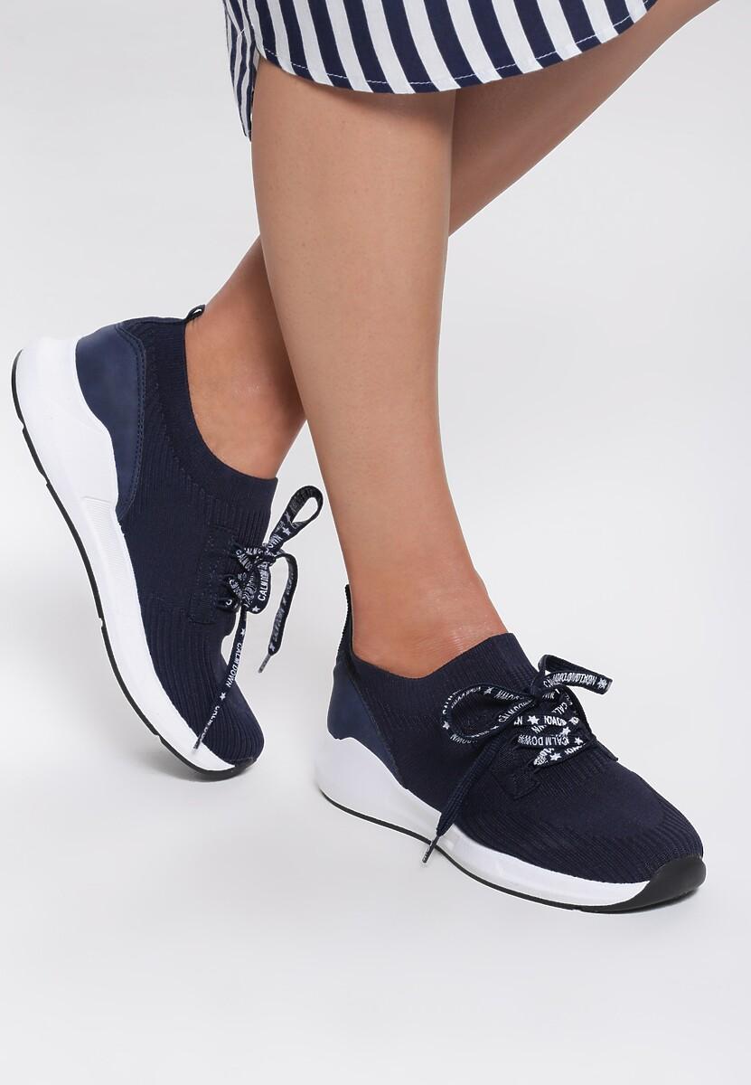 Niebieskie Buty Sportowe Epilog