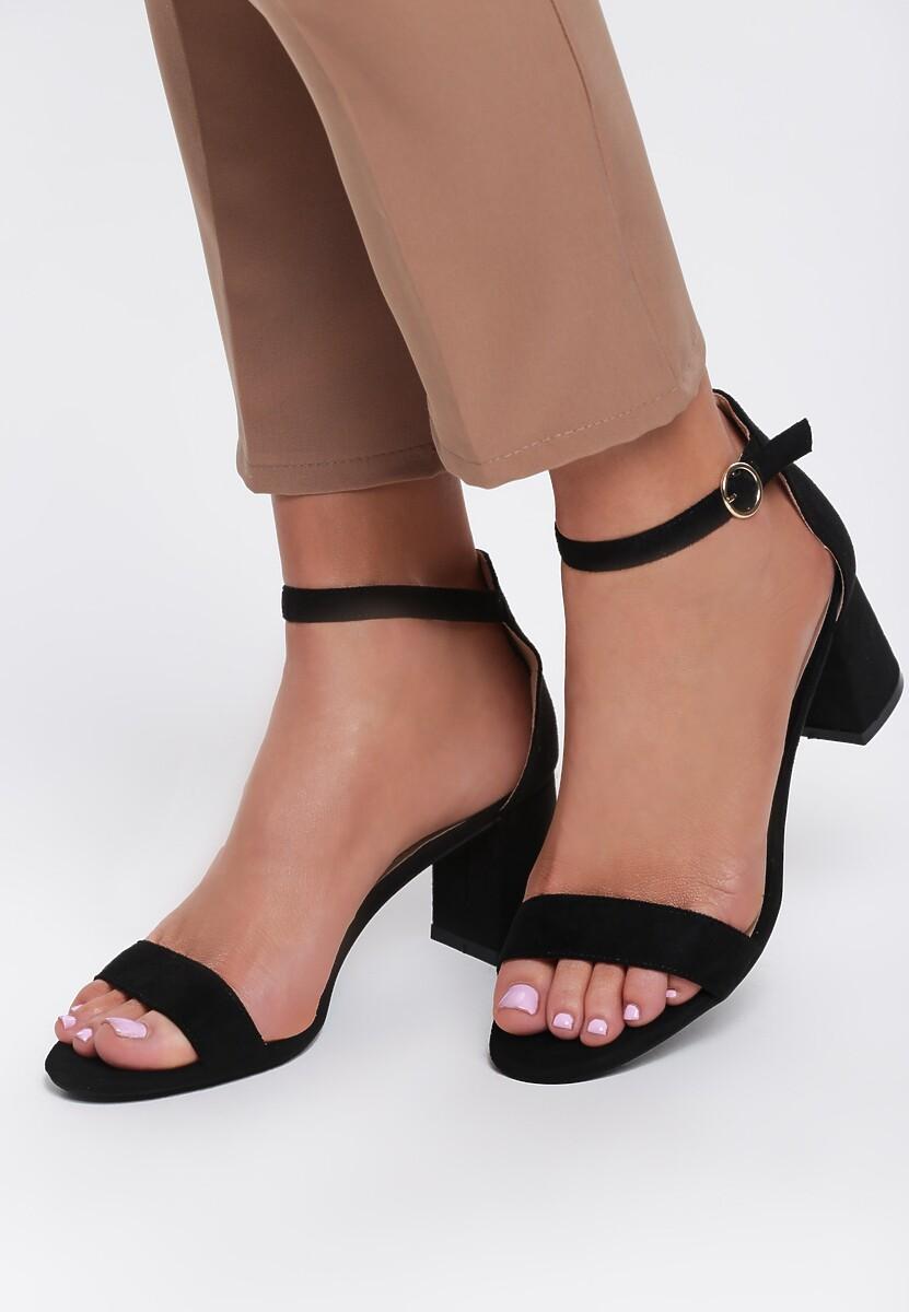 czarne sandały captures