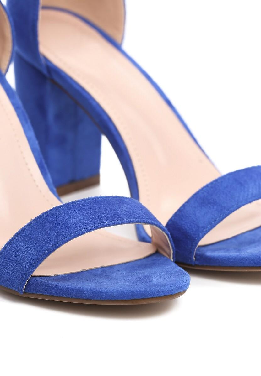 Niebieskie Sandały Bargaining