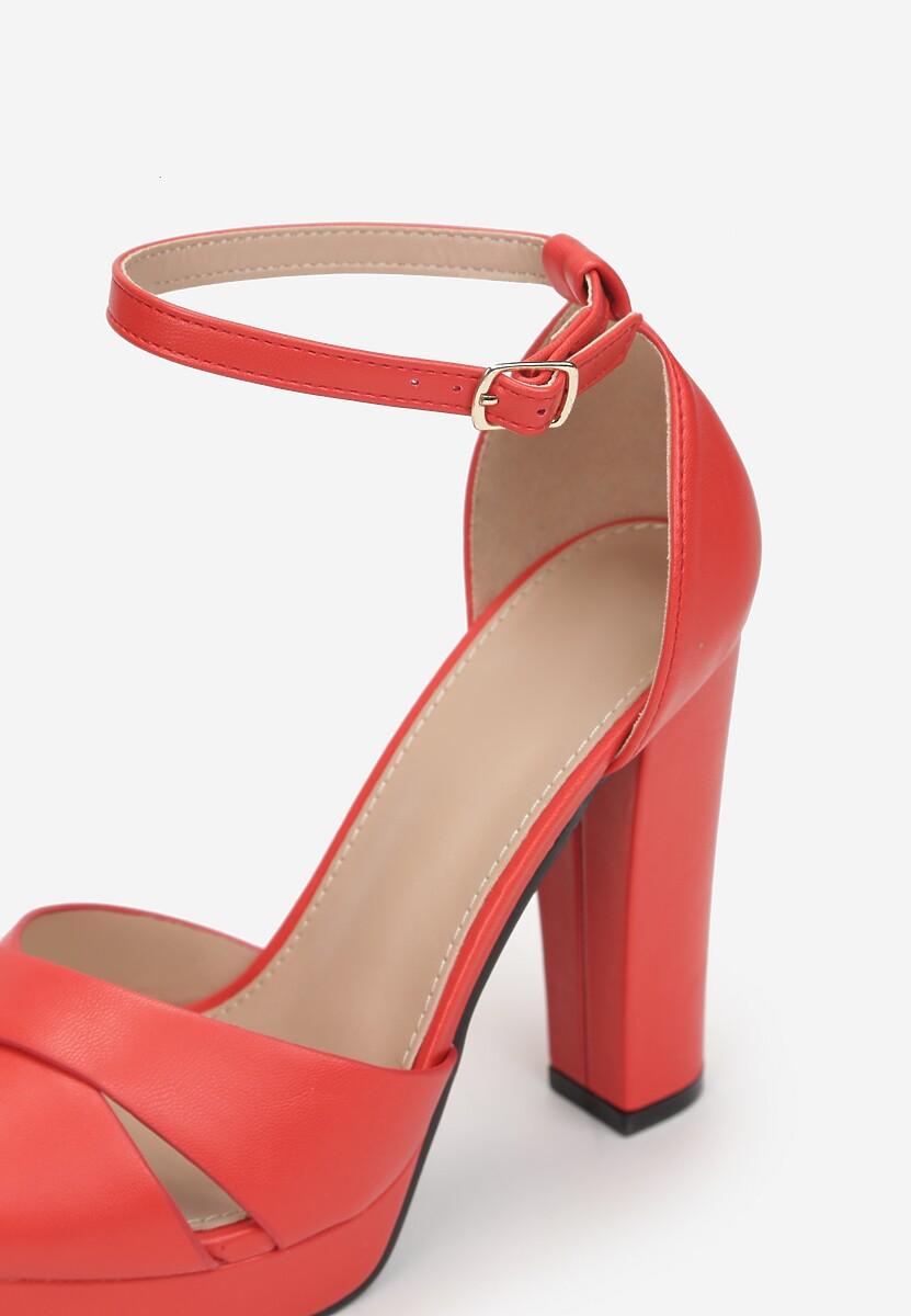 Czerwone Sandały Incipiency