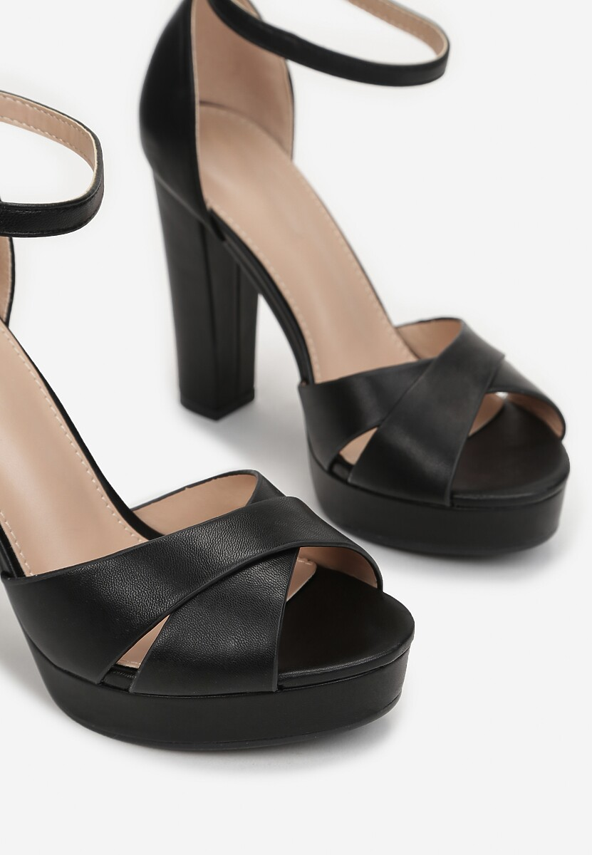 Czarne Sandały Incipiency