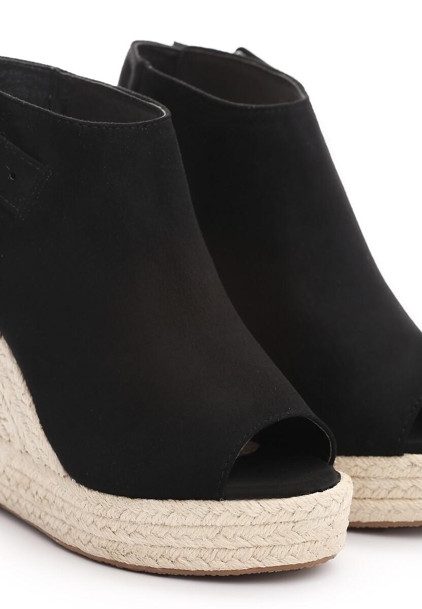 Czarne Sandały Campaign