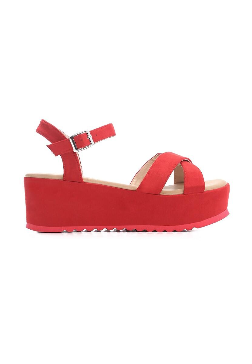 Czerwone Sandały Turmoil