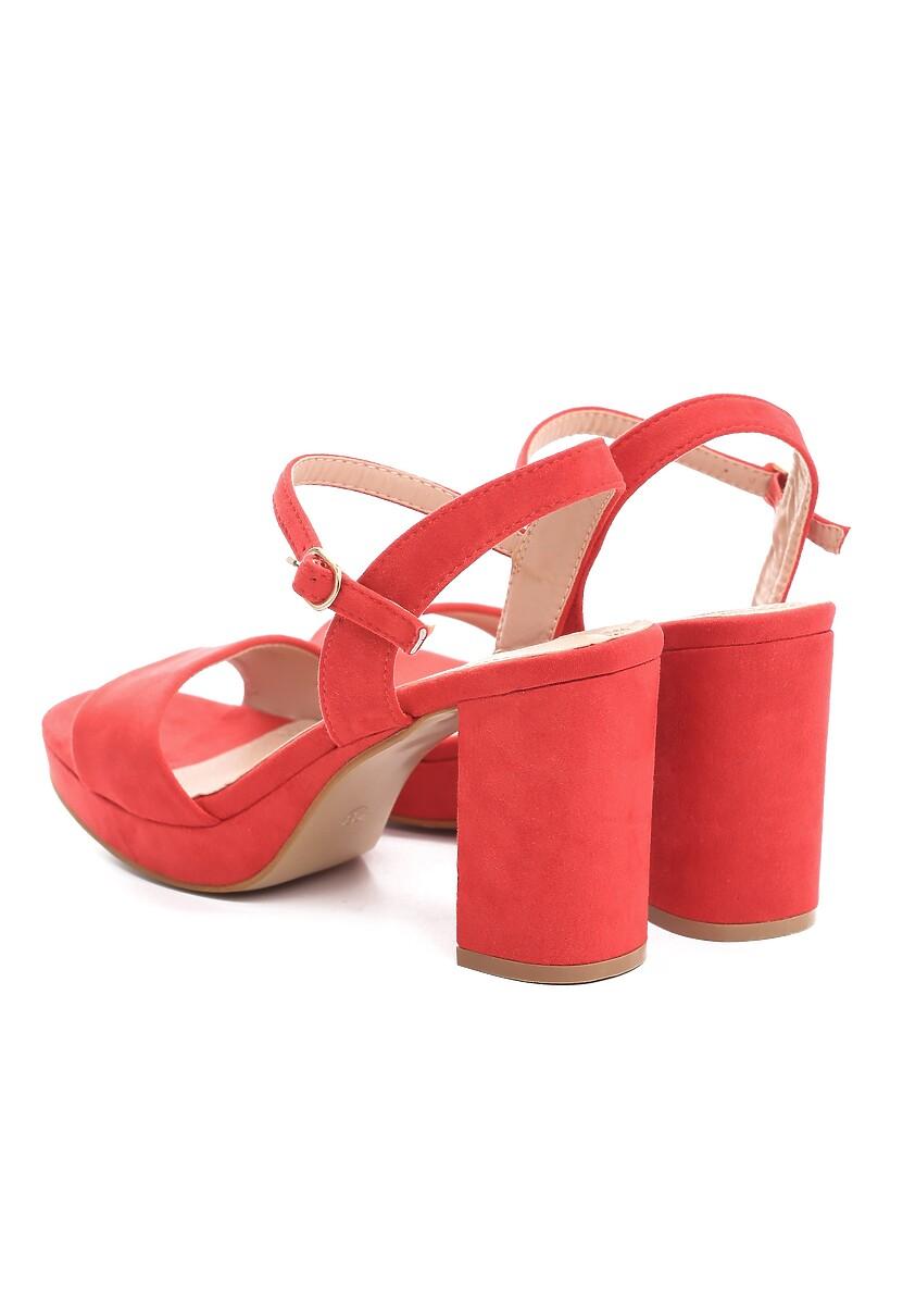 Czerwone Sandały Strangely