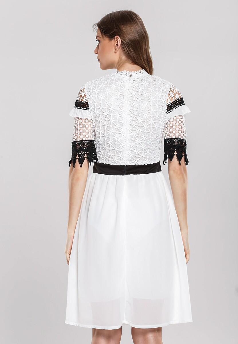 Biała Sukienka Delegitimize