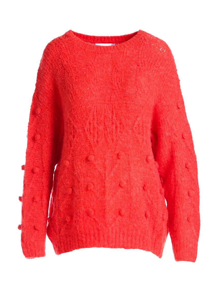 Czerwony Sweter Showing