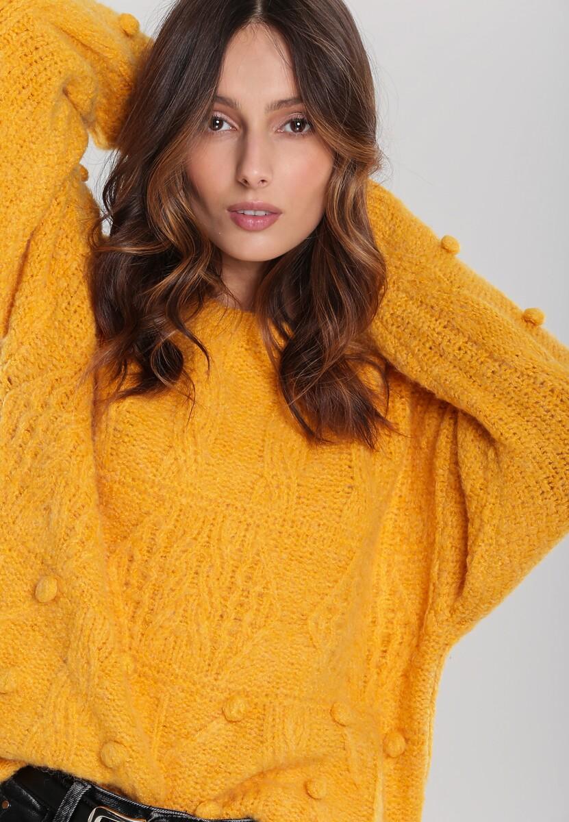 Musztardowy Sweter Showing