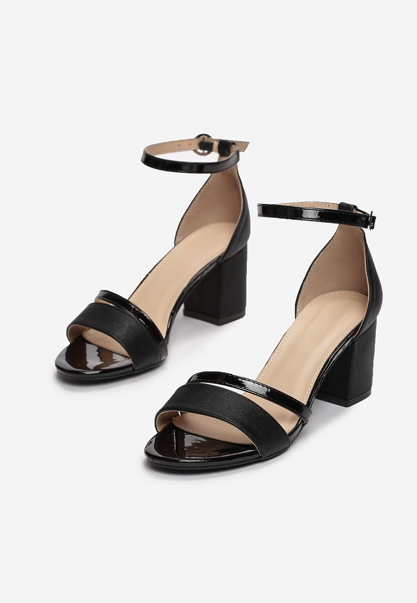 Czarne Sandały Equal