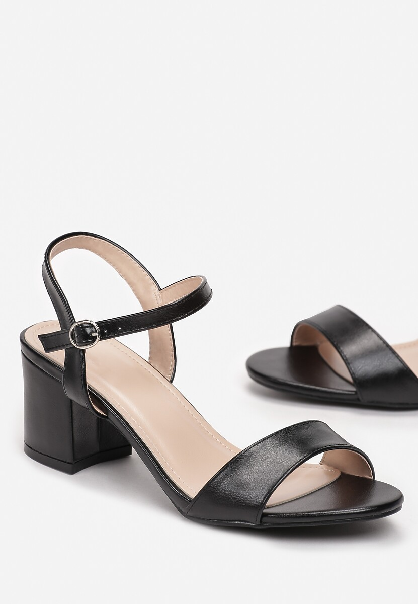 Czarne Sandały Amymeia