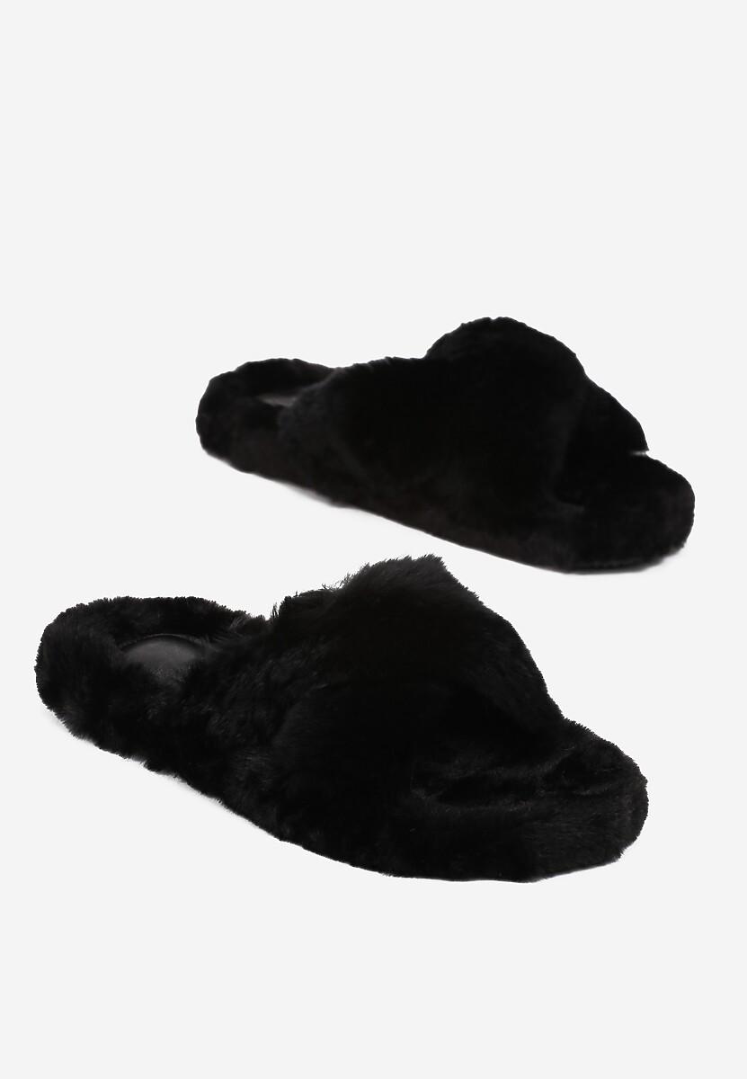 Czarne Kapcie Caligeia