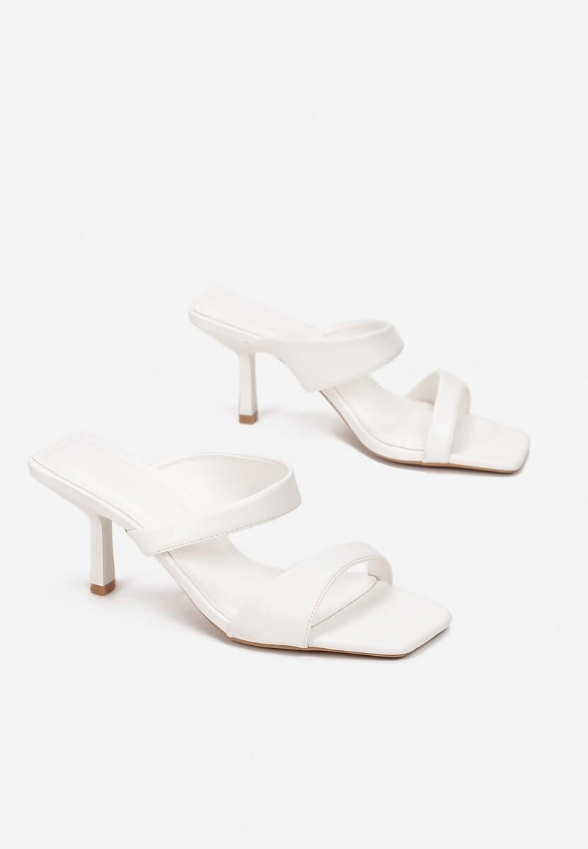Białe Klapki Maroth