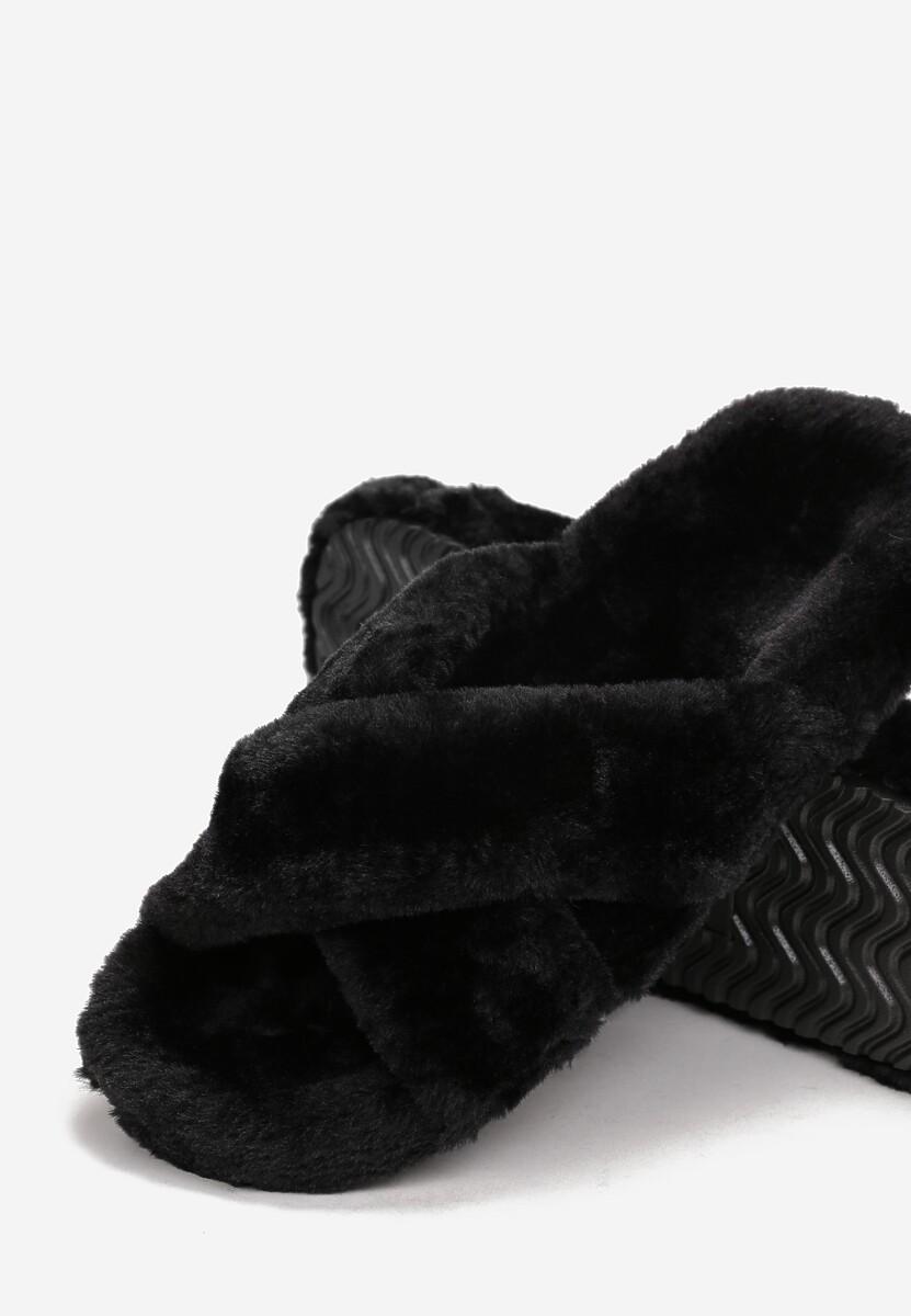 Czarne Kapcie Theiseshi