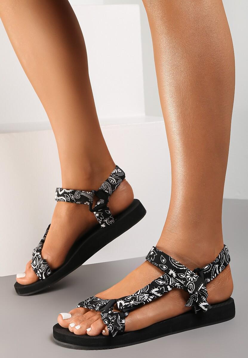 Czarne Sandały Aerinia