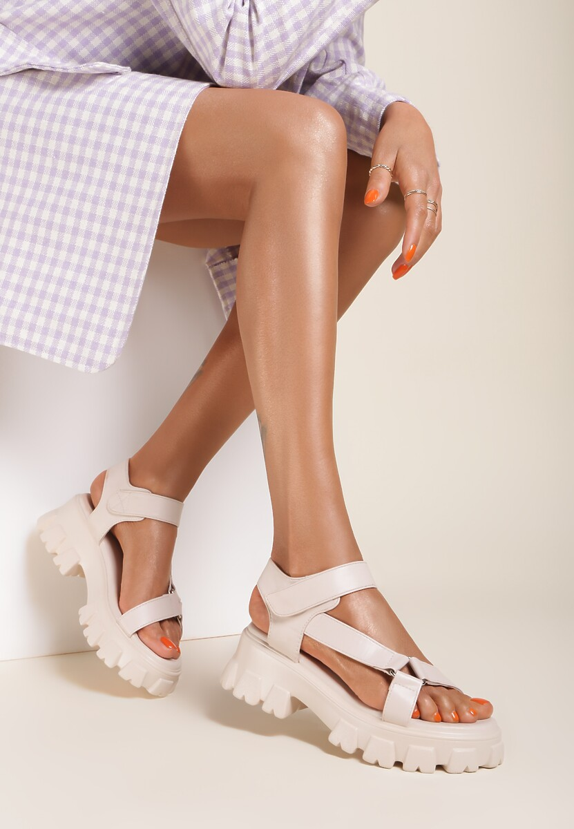 Beżowe Sandały Alexassa