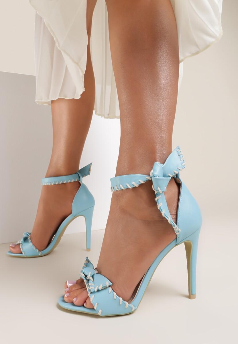 Błękitne Sandały Dropping A Sound