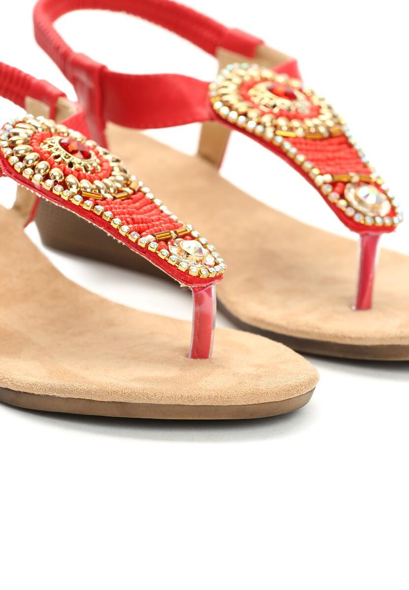 Czerwone Sandały Answers