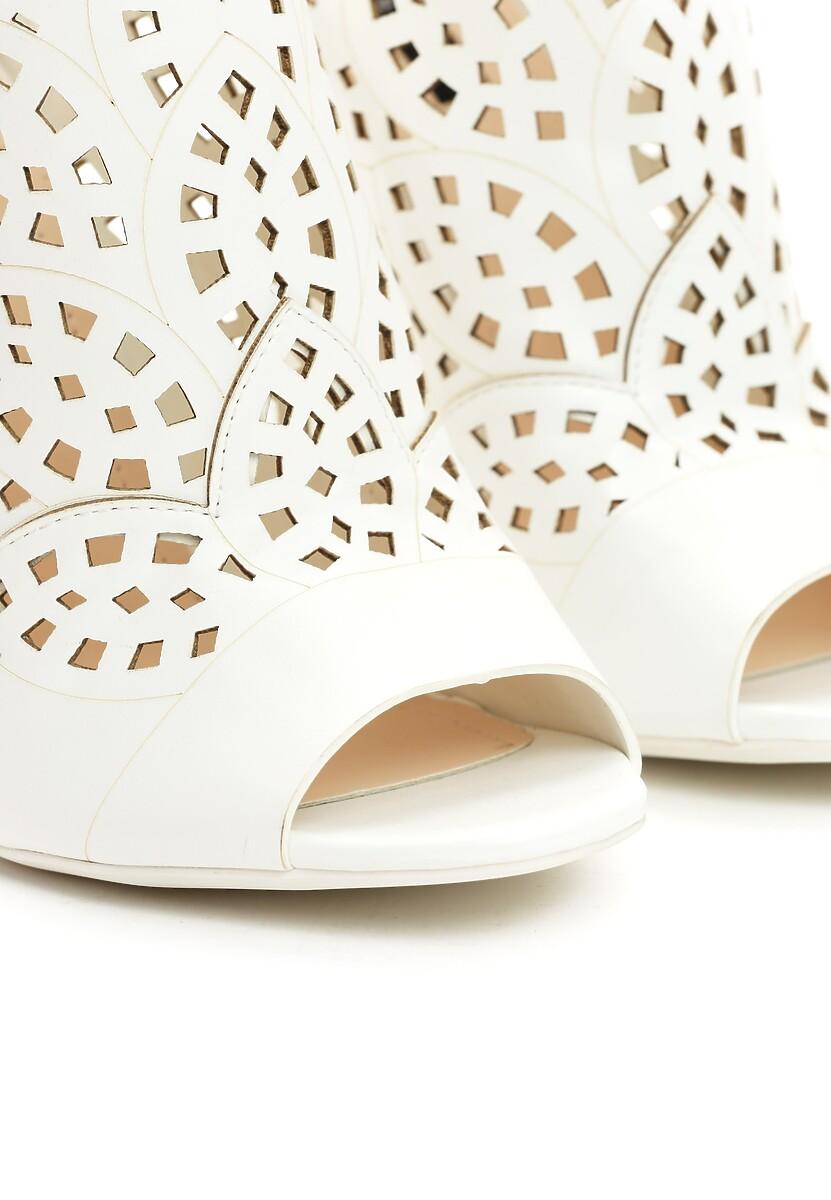 Białe Sandały You Look