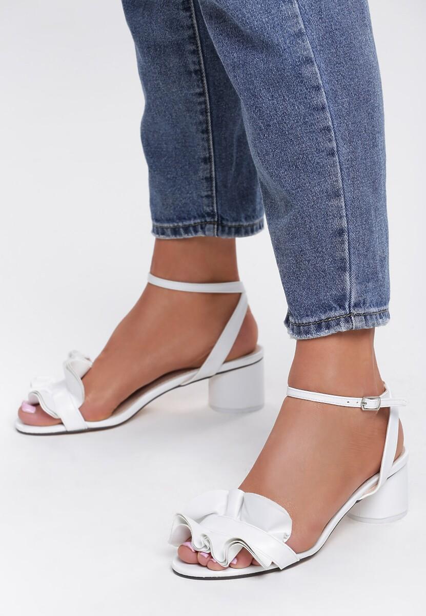 Białe Sandały Tweet