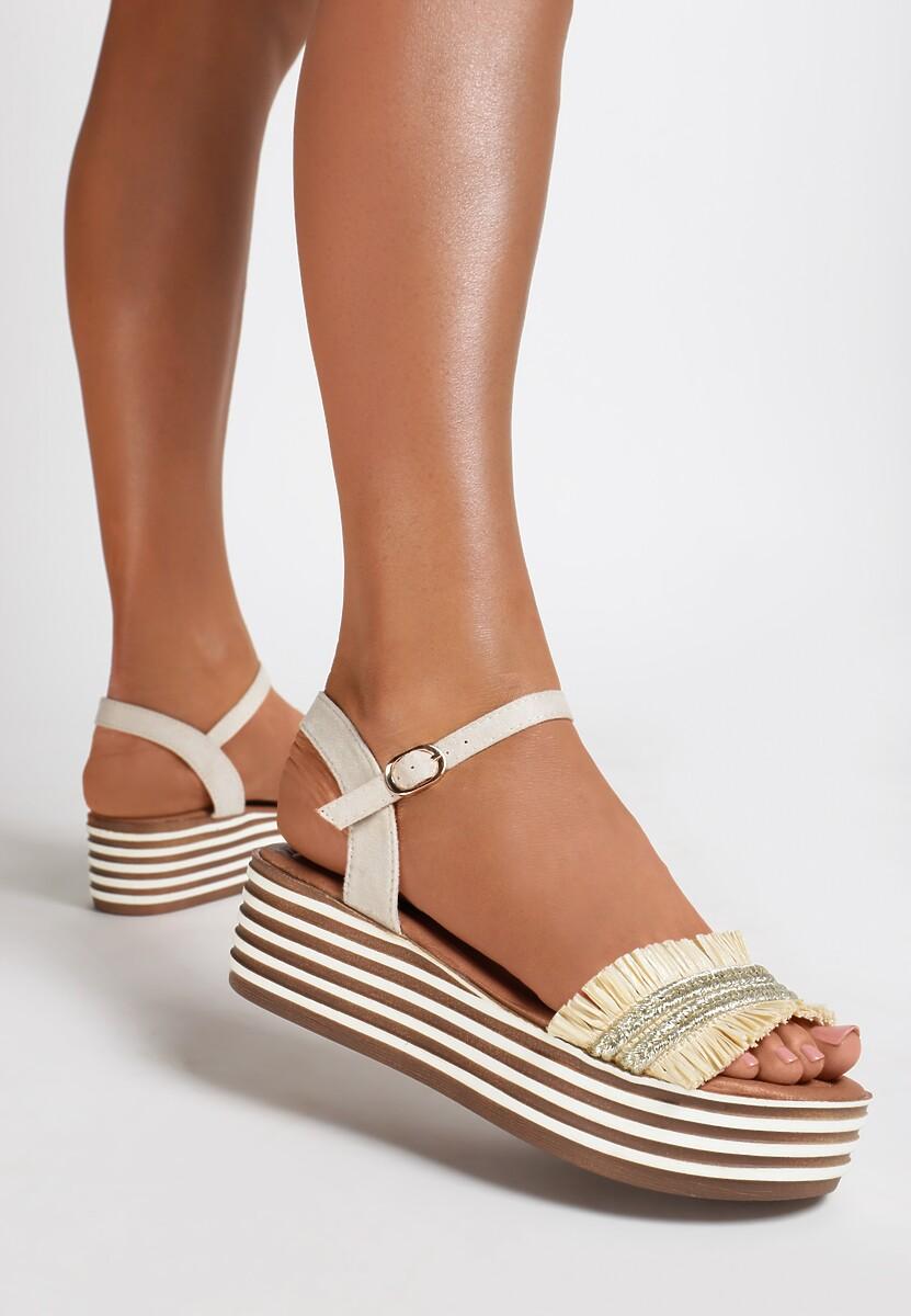 Jasnobeżowe Sandały Queen of Catwalk