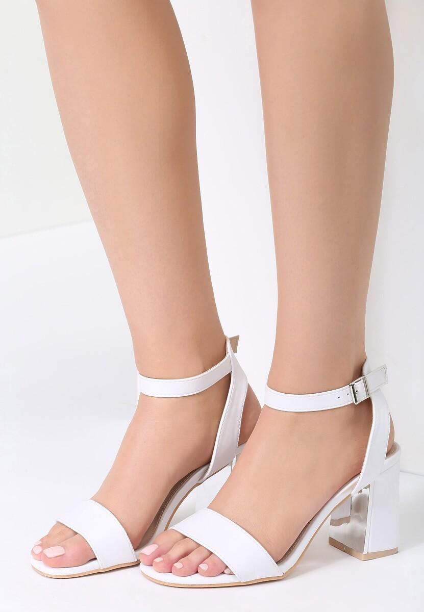 Białe Sandały Starts Here