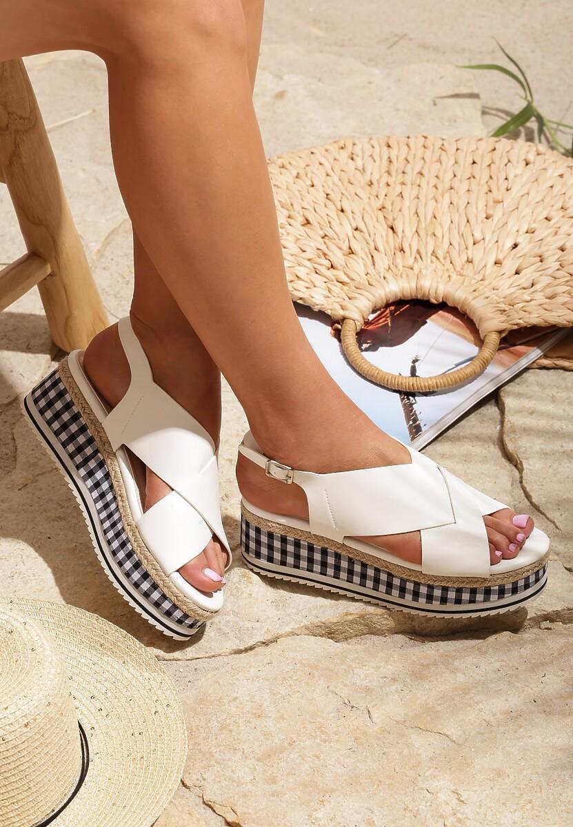 Białe Sandały Public Life