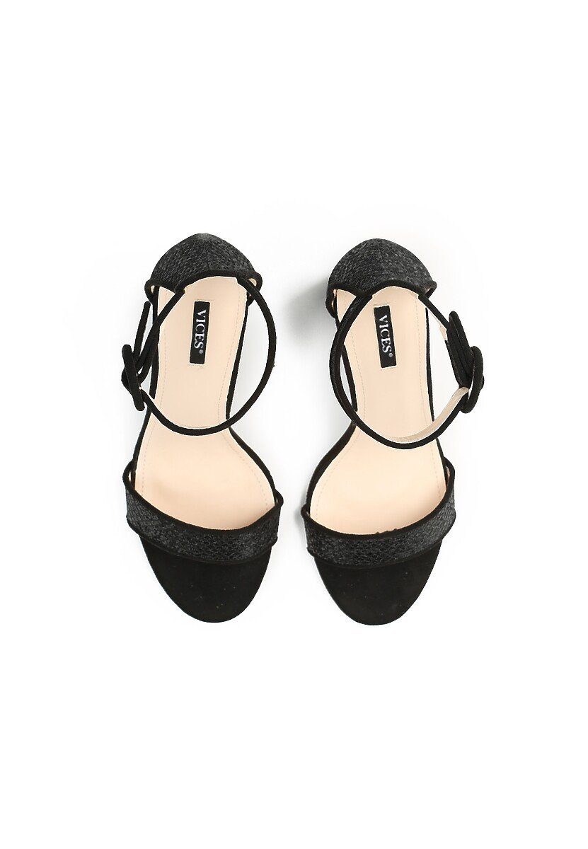 Czarne Sandały Chichi