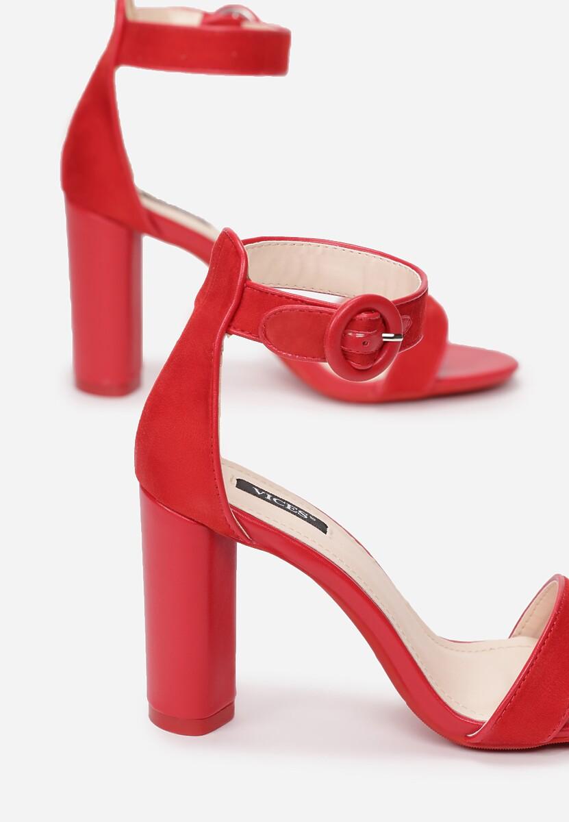 Czerwone Sandały Dialectics