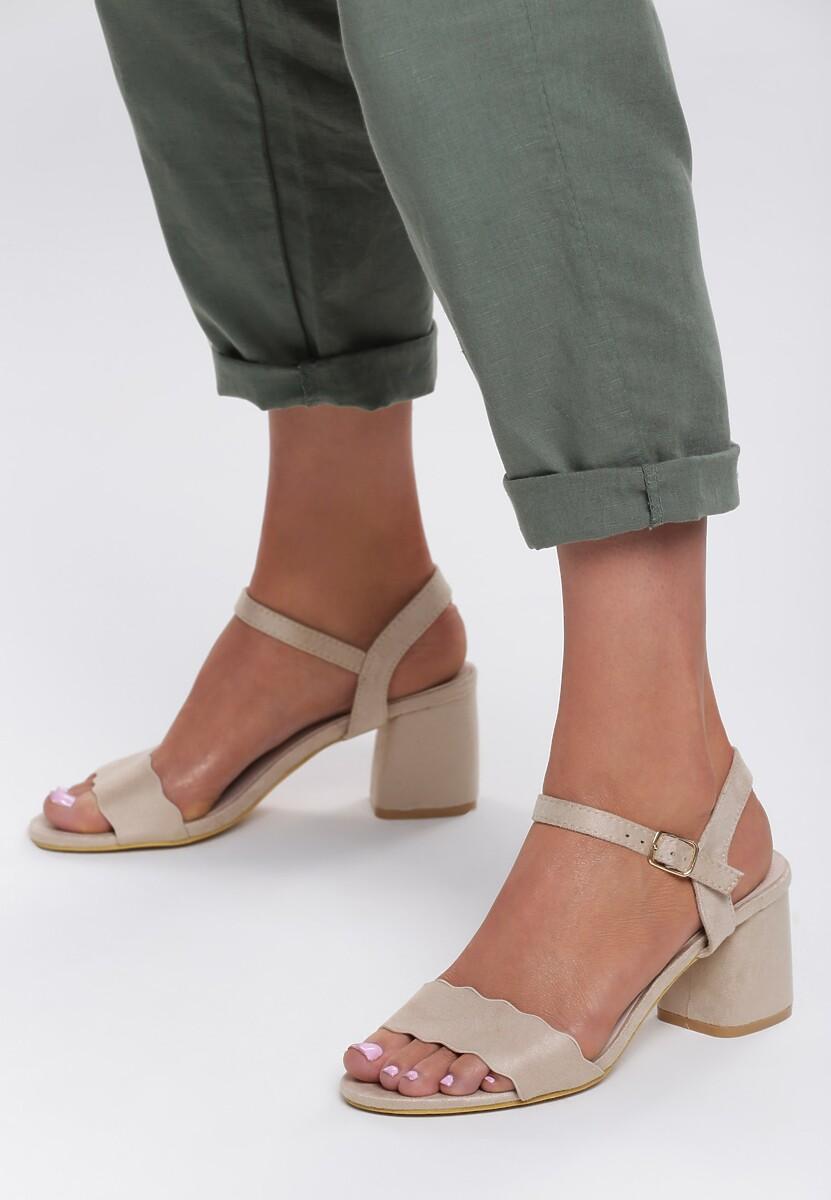 Beżowe Sandały References
