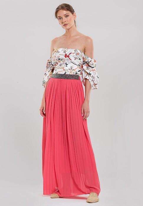 Różowa spódnica w romantycznym stylu i z pazurem – zobacz