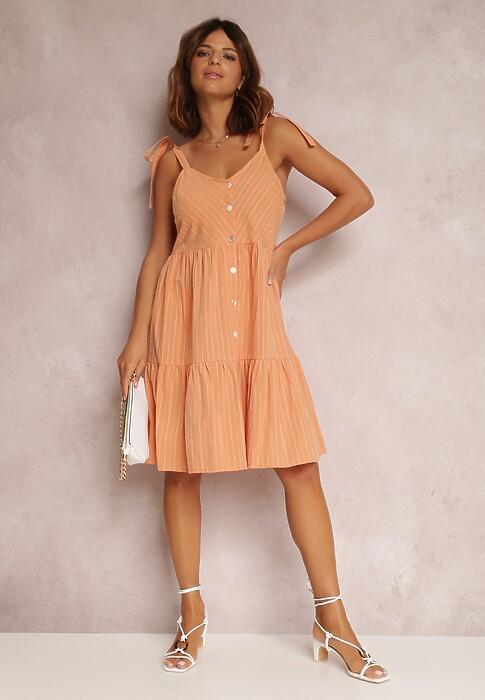 Sprawdz Najmodniejsze Stylizacje Z Brzoskwiniowa Sukienka I Przekonaj Sie Jakie Dodatki Pasuja Do Niej Najlepiej Blog Renee