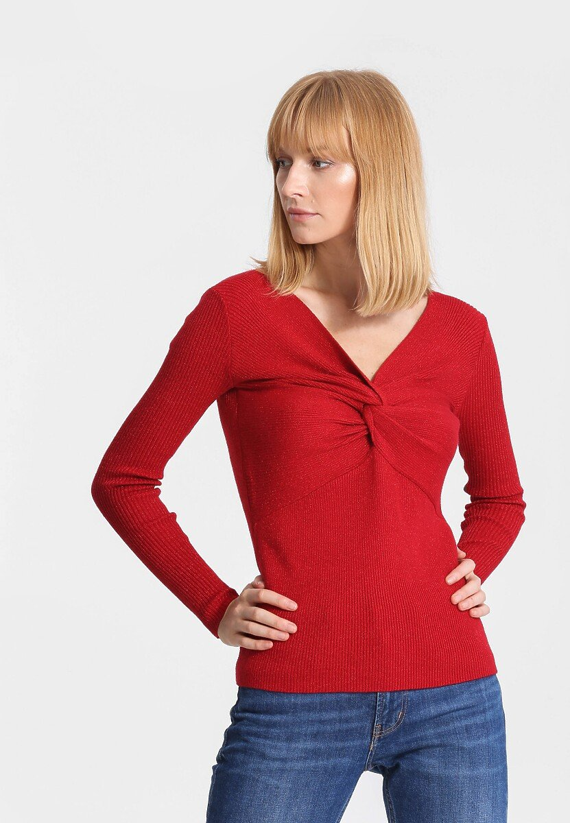 Czerwony Sweter Far Far Away