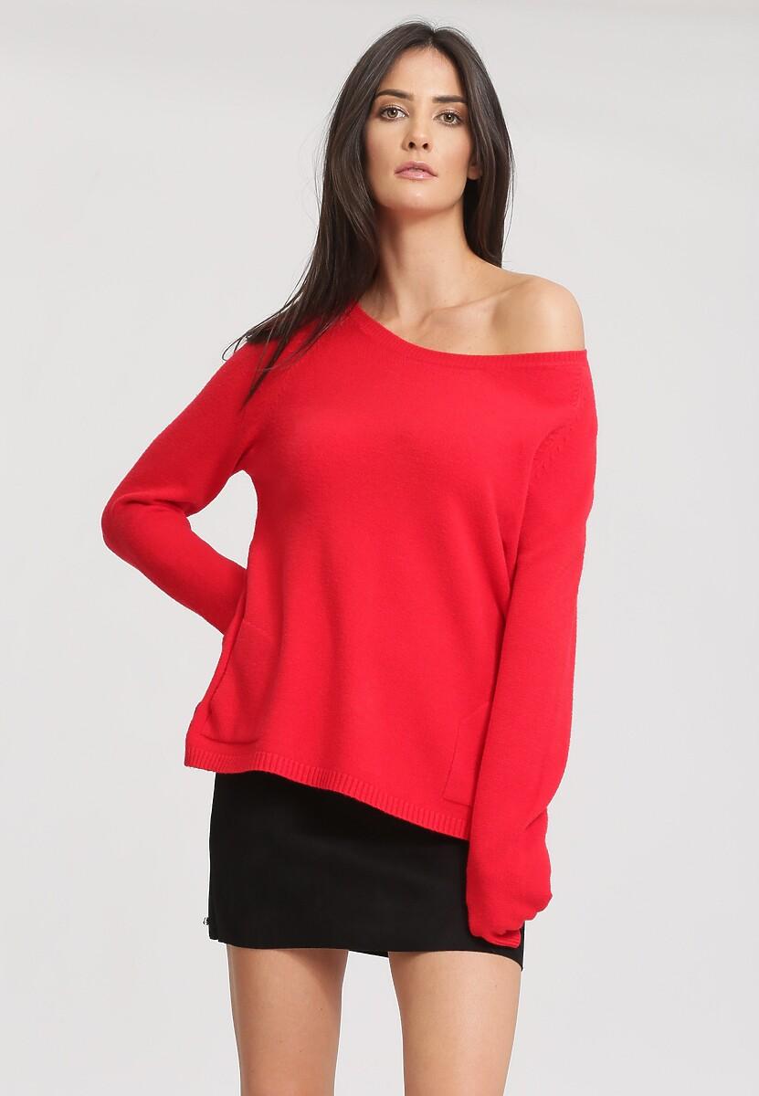 Czerwony Sweter Average