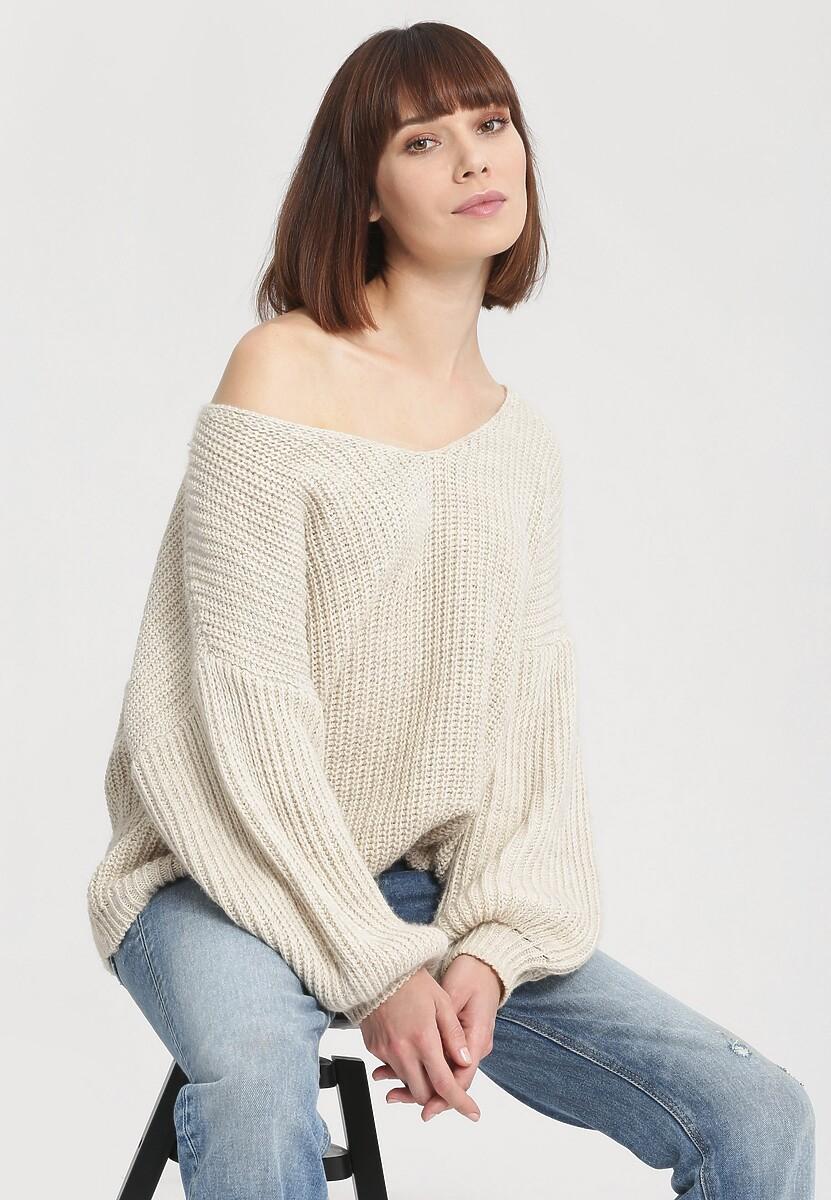 Kremowy Sweter Below