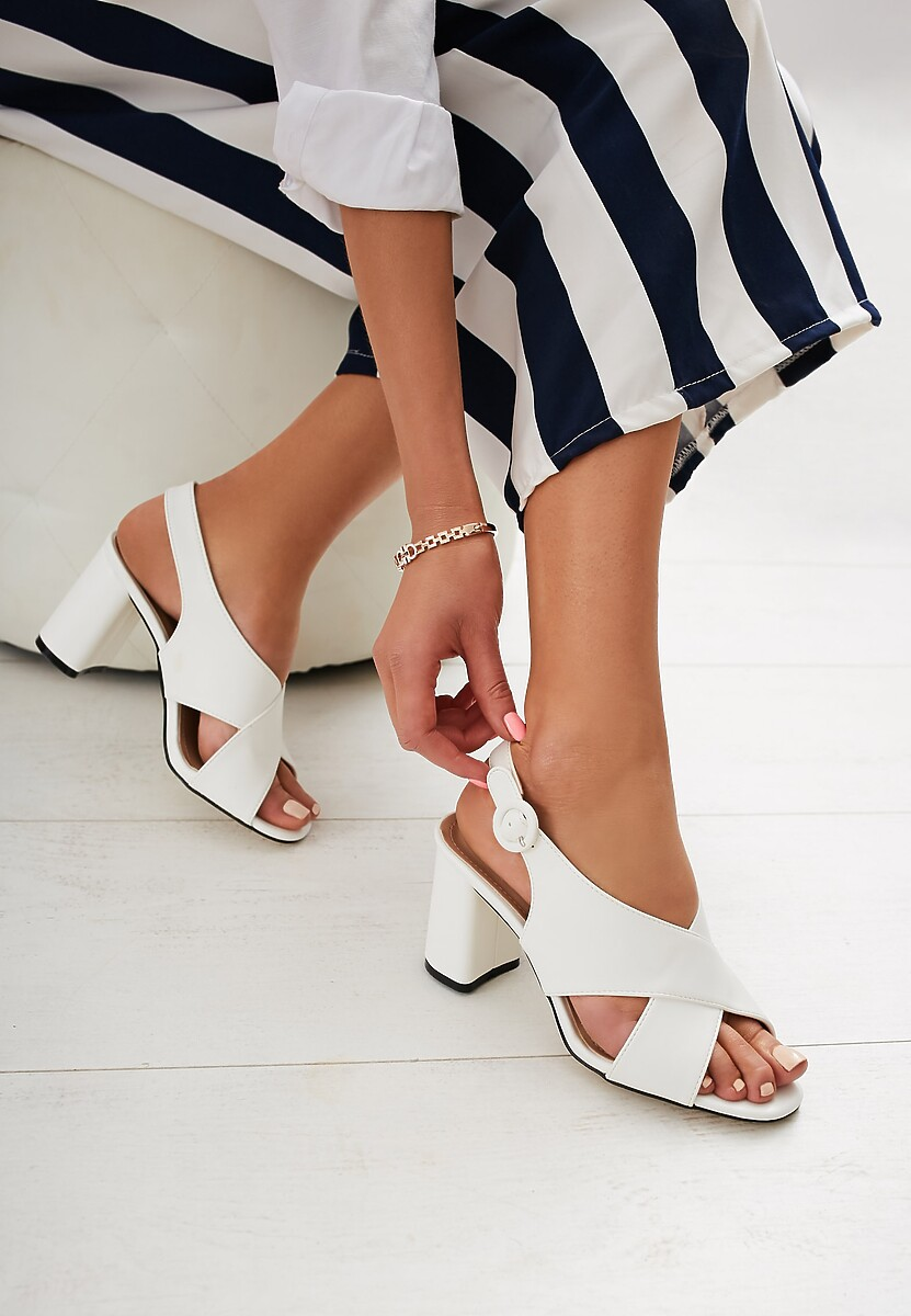 Białe Sandały Didn't Know