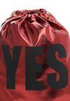 Czerwony Plecak Groans