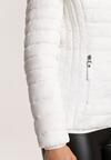 Biała Kurtka Ohirlia