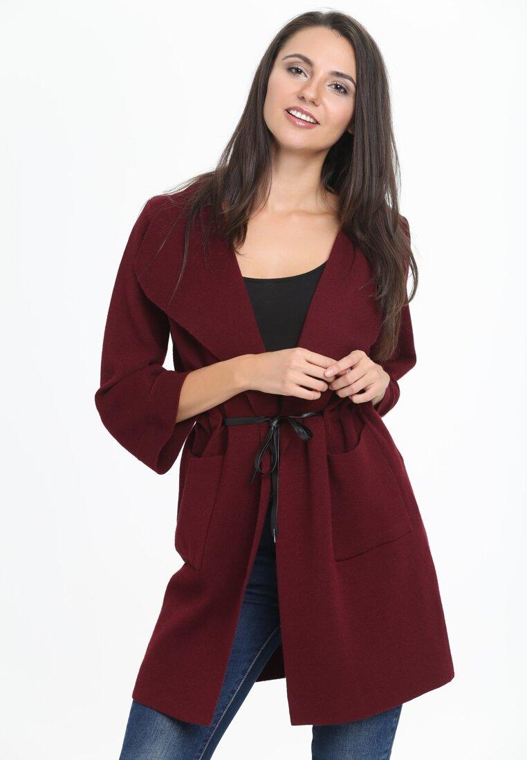 Bordowy Płaszcz Ultraviolet